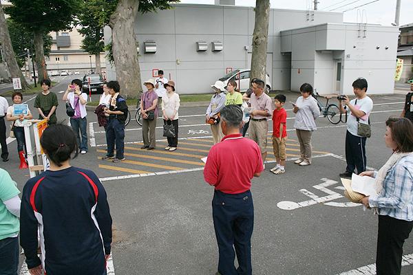 ニンニク収穫体験の参加者さん【ニンニク短期留学2011】